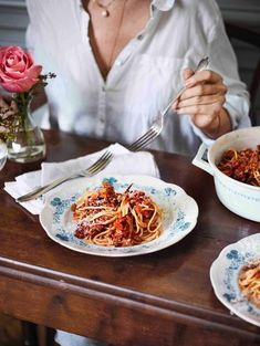 Wiener Schnitzel, Pasta, Table Settings, Friends, Clarified Butter, Mother's Day, Italy, Recipes, Amigos