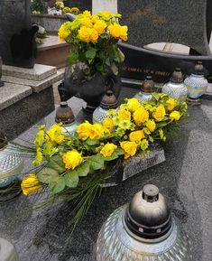 Wreaths, Table Decorations, Flowers, Diy, Home Decor, Funeral Flower Arrangements, Floral Arrangements, Crochet Doilies, Decoration Home
