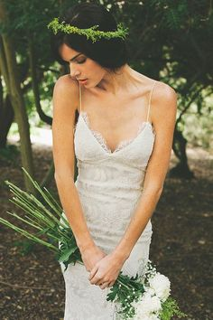 I love the simplicity of this. White dress, natural hair and makeup, and the greenness. Perfect.