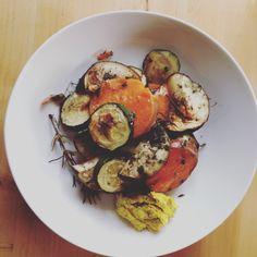 Ofengemüse mit Süßkartoffeln und Hummus