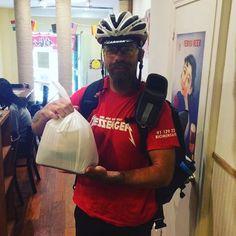 Gracias a @takeeateasy_es  nuestro ramen se va en bici hasta tu casa. #RamenKagura