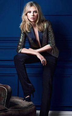 scarlett johansson - freakin hot. Love the blazer.