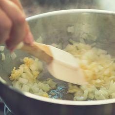 Mennyei angol vajas süti: az omlós Viktória-tortát a tejszínhab teszi teljessé - Receptek | SóBors Grains, Curry, Rice, Food, Curries, Eten, Seeds, Meals, Korn