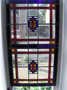 Nog steeds niet op uitgekeken, ons antiek glas in lood raam.