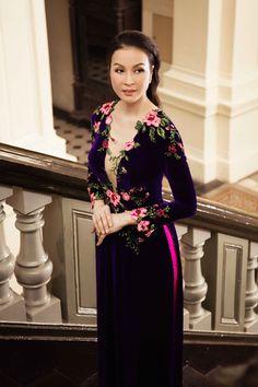 MC Thanh Mai duyên dáng với áo dài thêu hoa - 4