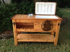 Outdoor Rustic Wooden Cooler Bar, Serving or Console Table, Bar Cart or Mini Fridge Bar Cabinet and Patio Furniture Pallet Cooler, Wood Cooler, Diy Cooler, Beer Cooler, Wooden Pallets, Wooden Diy, Mini Fridge Bar, Beer Fridge, Wine Chiller Bucket