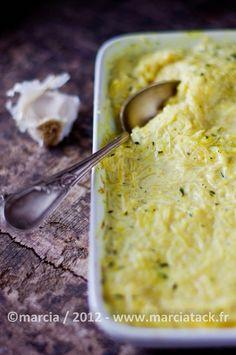 Une recette de courge spaghetti en gratin thym et curry, avec la cuisson de la courge spaghetti expliquée en étape