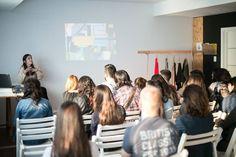 """Una de las Mentoras de Generación Vitnik, Belen Amigo compartió su charla sobre """"Fusión de Estilos: el género deportivo al servicio de prendas urbanas"""" en el VitnikLAB."""
