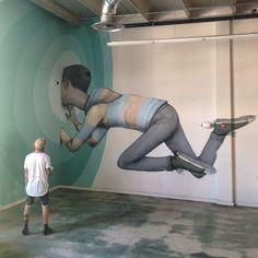 """Genial obra creada por Seth Globepainter. """"Into the wall"""" ubicada en la Miami AD school, Wynwood, Miami, USA."""