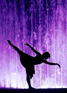 Silhouette Dancing in Purple . Purple Art, Purple Love, All Things Purple, Shades Of Purple, Deep Purple, Purple And Black, Purple Stuff, 50 Shades, Malva