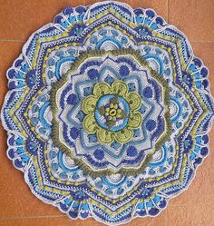 Ravelry: Project Gallery for Mandala Madness pattern by Helen Shrimpton These colors look really good for this pattern. Crochet Mandala Pattern, Form Crochet, Crochet Stitches Patterns, Crochet Round, Crochet Squares, Crochet Designs, Granny Squares, Double Crochet, Crochet Afgans
