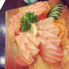 Salmon sashimi ----- #foodporn#foodinstagram#drooling#delicious#tasty#eat#yummy#contrai#nickphung#vietnamese#instagram#porninstagram#foodie#foodgasm#instagramphoto#instafollow#tagforlikes#followback#love#instagood#happy#tuna #tataki #japanese #japanesefood #salmon #raw #sashimi #fish by contrai