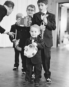 Tiffany and Nicholas gifted her nephews (ages 2 through 8) with instruments for Christmas two months earlier, so the attendants could practice and really make some noise as they walked down the aisle.