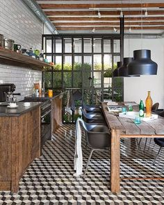 Come fondere cemento, acciaio e legno per una cucina industrial style