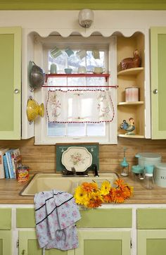 vintage cottage kitchen - reminds me of the kitchen window in our Schuyler NE house! Cute Kitchen, Kitchen Redo, New Kitchen, Vintage Kitchen, Kitchen Design, Kitchen Ideas, Kitchen Shelves, Green Kitchen, Vintage Table