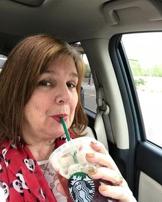 Starting the day off right. Off to visit family friends and AOI sisters  @asuaoii @aoiilaverne @csulbaoii @alphaomicronpi #aoii #family #tempe #arizona #friends #roadtrip #inspireambition #starbucks @starbucks @tempesuoercuts