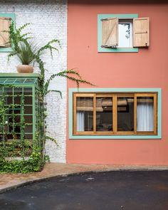 Open House Bruna Lucchesi | Casa de Valentina Pintura Exterior, Open House, House Tours, Latina, Colonial, Facade, Gazebo, Garage Doors, New Homes