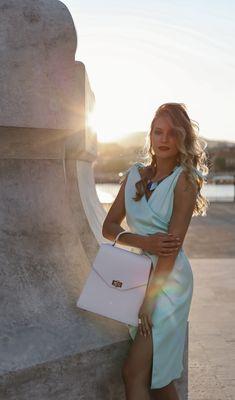 #orovicafashion #annahodlikbag #summervibes Summer Events, Timeless Fashion, Summer Vibes, Shoulder Bag, Womens Fashion, Bags, Design, Style, Handbags