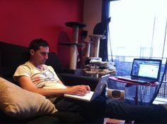 Esto es trabajar?? En casa, relajados, aprovechando cada minuto para estar con los nuestros... Nos encanta nuestro trabajo! Y tu, amas lo que haces??  http://evpo.st/1o3tFqd