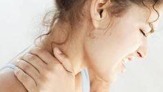 Een pijnlijke stijve  nek? Masseer  tussen wijs- en middelvinger !