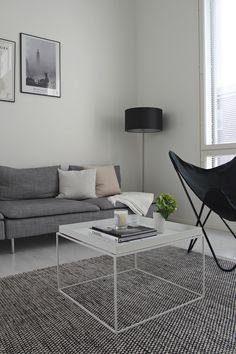 Hannas Home / livingroom / Hay Tray / Varax butterfly chair / Ikea Söderhamn / Design by Frandsen Nice Comfy Chairs, Swivel Chair Living Room, Chair Design, Home, Sofa Home, Sitting Room Chairs, Armchair Design, White Leather Dining Chairs, Living Room With Fireplace