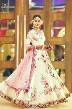 Light Lehengas - Pure Silk Off-white Lehenga with Floral Threadwork   Photo by: Abhinav Sagar Photography #wedmegood #indianbride #indianwedding #bridalwear #bridallehenga #lightlehenga #florallehenga #silk