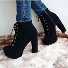 Girls Fashion Clothes, Teen Fashion Outfits, Mode Outfits, Fashion Heels, Fashion Boots, Sneakers Fashion, Heeled Boots, Shoe Boots, Shoes Heels