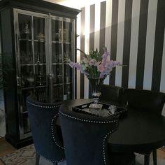 #Repost @lady_leylaaa  Blomster   #inspiringhomes #classicliving #interiorinspiration #inspire_me_home_decor #mynorwegianhome #love #eleganceroom #interior123 #finehjem #interior_and_living #dream_interiors #interiør #interiørdilla #inspohome #interiordecorating #interior125 #roomforinspo #interior #homedecoration #sky  #unike_hjem #herregard_design #bedroomdecor #interior4you1 #glaminterior1 #interiör9508