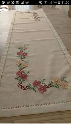 Cross Stitch Embroidery, Bed Sheets, Embroidery Designs, Diy And Crafts, Home Decor, Table Runners, Table Toppers, Decoration Home, Room Decor