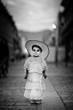 """Disfraz de """"Catrina"""" parte del folklore mexicano en las tradiciones de """"día de muertos""""."""