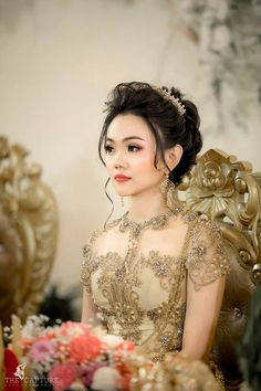 Thai Traditional Dress, Traditional Wedding Dresses, Traditional Outfits, Khmer Wedding, Wedding Wear, Model Kebaya, Thai Dress, Korean Dress, Wedding Costumes