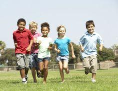 Obesidade infantil pode ser prevenida e combatida com atividade física constante. Veja se você incentiva seu filho a praticar atividades físicas.