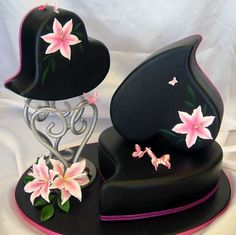 fabandluxe:      pink lillies on black heart shaped cakes          pink lillies/black heart/cake