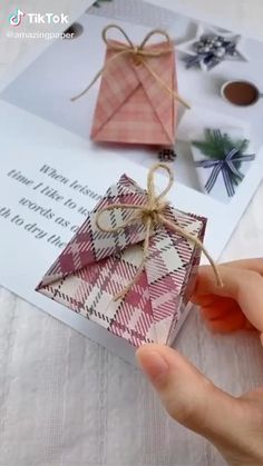Diy Crafts Hacks, Diy Crafts For Gifts, Diy Home Crafts, Diy Arts And Crafts, Creative Crafts, Diy Gifts Mom, Book Crafts, Creative Art, Paper Crafts Origami