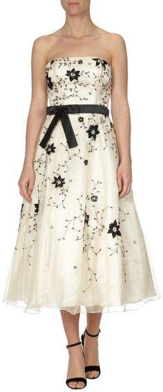 Pin for Later: Die 50 schönsten Kleider für deinen Abiball  Niente Abendkleid mit Blüten-Stickerei (ursprünglich 229 €, jetzt 160 €)
