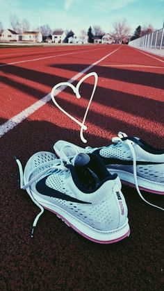 Discover recipes, home ideas, style inspiration and other ideas to try. Running Track, Running Tips, Running Shoes, Track Workout, Nike Running, Running Pictures, Track Pictures, Taekwondo, Track Quotes