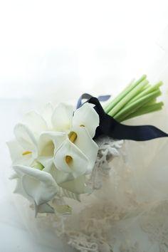 初夏のブーケ カラーのアームブーケ グランドハイアット様へ : 一会 ウエディングの花