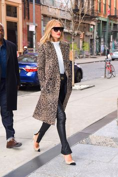 From puffers to peacoats, shop the very best winter coats for women. Leopard Print Outfits, Animal Print Outfits, Leopard Print Coat, Winter Outfits For Work, Fall Outfits, Casual Chique, Cool Street Fashion, Street Style, Cardigan