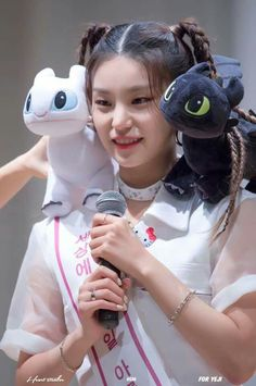 Meet the Triplets 😆 Kpop Girl Groups, Korean Girl Groups, Kpop Girls, K Pop, Chica Cool, K Idols, Just In Case, Fandoms, Entertaining