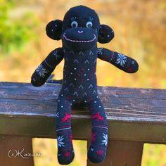 ソックモンキー 女の子(ノルディック/黒x赤x白) #176  | ソックモンキー作家&チョークアーティスト Kazumiのギャラリー