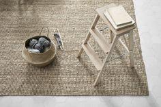 5 decorating ideas with a Thai basket - HomeDBS Rattan Furniture, Home Furniture, Lohals, Ikea Rug, Naturally Beautiful, Decoration, Jute, Handmade Rugs, Basket