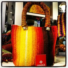Bolsa de lana 100% matural pintada con tintes naturales. Textil de Minanitlan del Valle