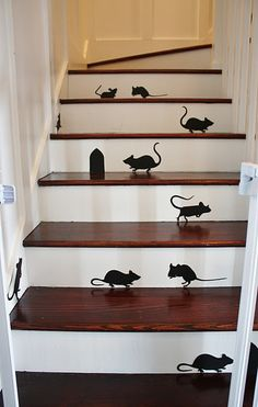 Halloween decor- if I ever have a house with stairs!