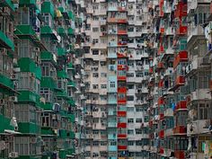 German photographer Michael Wolf captures the ageing high-rise culture of Hong Kong, which has more buildings over tall than any other city in the world. The modern face of Hong Kong was formed, like New York and Chicago, by a fire. Lombok, Japan Kultur, Hong Kong Architecture, Architecture Design, Geometry Architecture, Architecture Today, Chinese Architecture, Beautiful Architecture, Michael Wolf