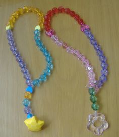 Make zikr beads. CLEVER! Ramadan Cards, Islam Ramadan, Ramadan Mubarak, Ramadan Activities, Holiday Activities For Kids, Islamic Gifts, Islamic Prayer, Fest Des Fastenbrechens, Eid Crafts