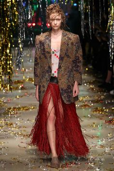Vivienne Westwood - Fall 2015 Ready-to-Wear - Look 1 of 52
