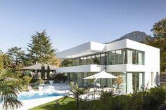 Progetto di casa moderna a Merano con giochi di trasparenze