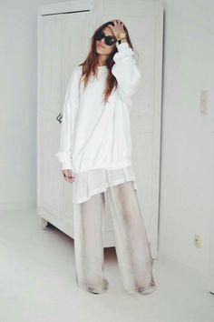 White / oversized / minimal style