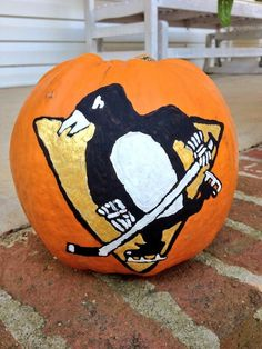 Pittsburgh Penguins pumpkin (Photo by: Twitter fan @allygator30) #HockeyHalloween
