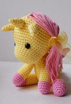 Pepika - Amigurumi Unicorn Pattern. Link to $5 pattern. Needs a bigger horn to distinguish from ears!
